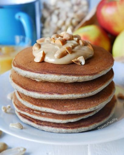 Une pâte parfumée à la cacahuète pour des pancakes moelleux, gourmands. Une recette allégée, sans sucre, sans oeuf, sans lactose, sans gluten